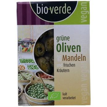 Grüne Oliven mit Mandeln mariniert mit frischen Kräutern