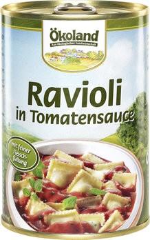 Ravioli mit fleischhaltiger Füllung in Tomatensauce